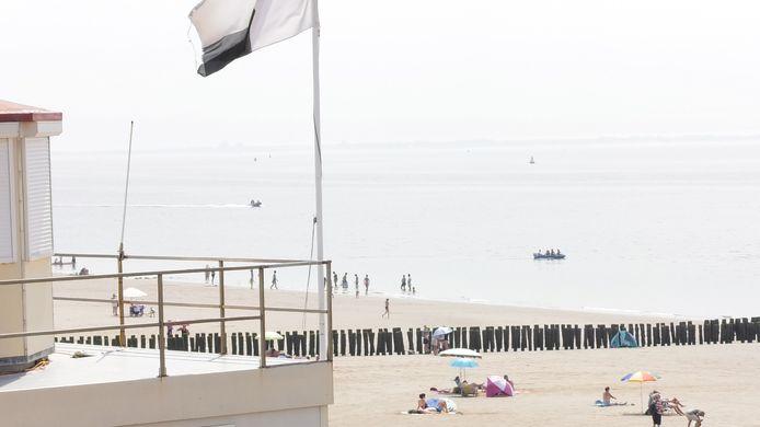 De strandpost op het strand bij Zoutelande, waar het ongeval gebeurde.
