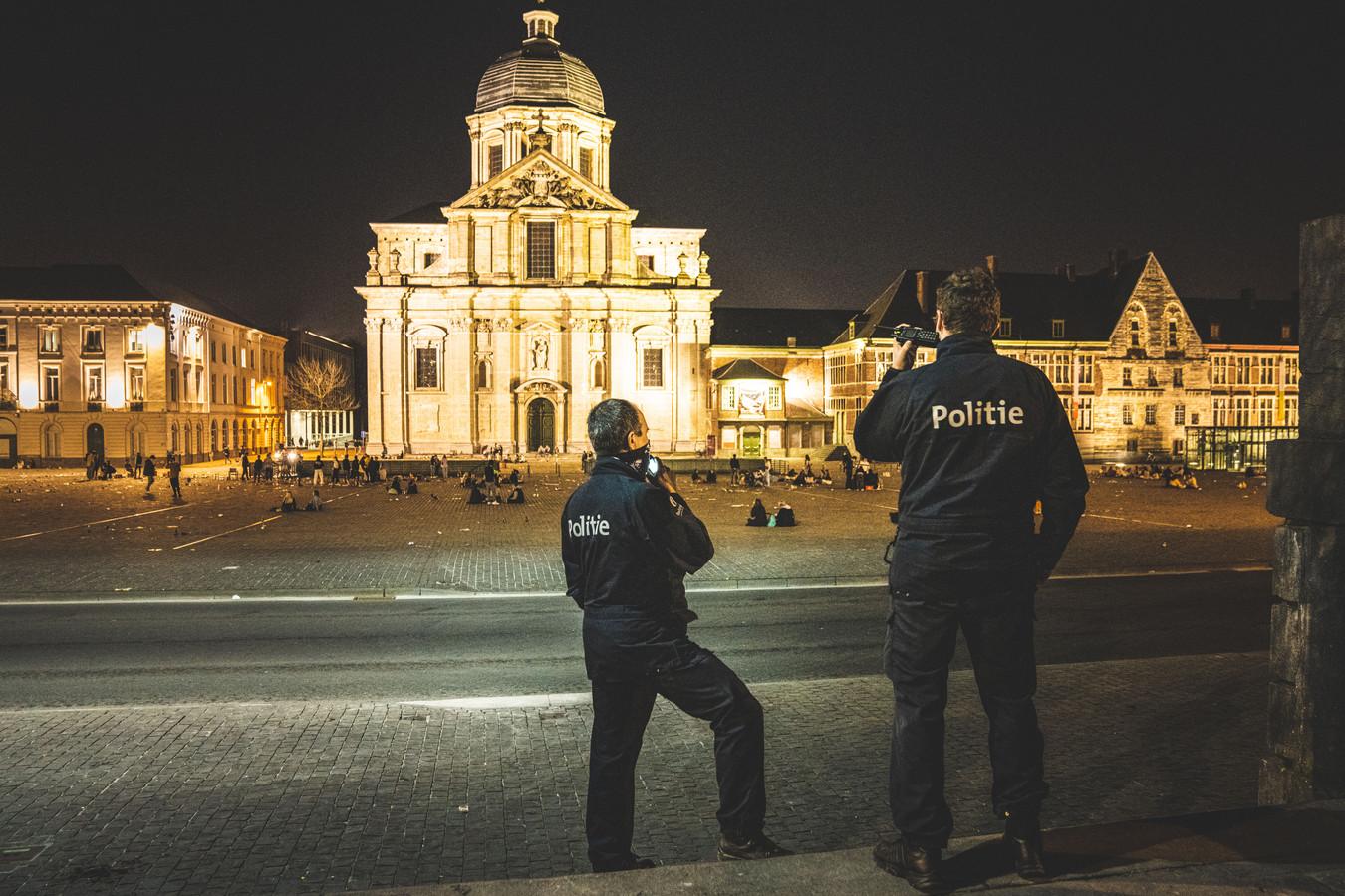 De politie sloot vanavond het Sint-Pietersplein af, nadat studenten het te bont maakten