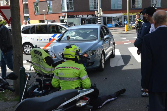 Scootmobieler in botsing met auto op de Rijswijkseweg.