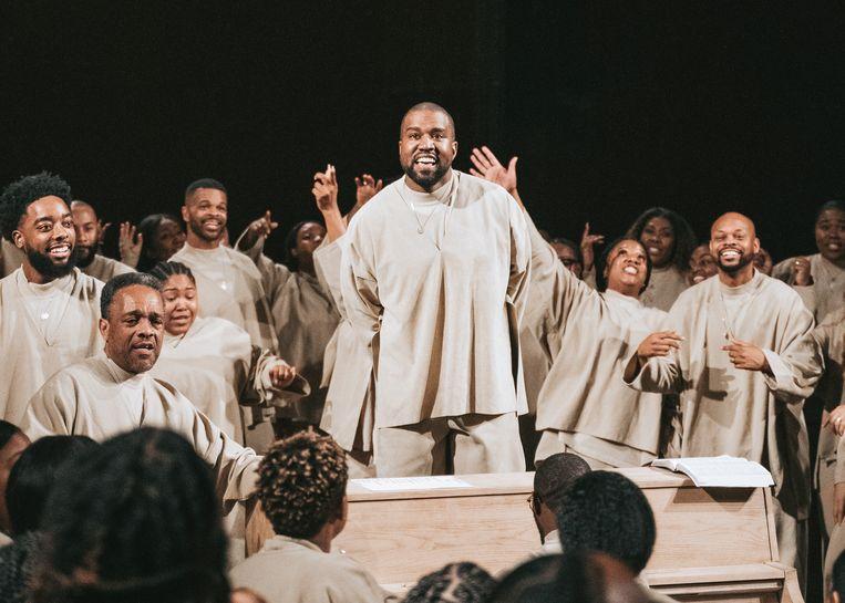 West is ook bekend om de gospelmissen die hij opdraagt, zijn zogenaamde Sunday Services. Beeld Photo News
