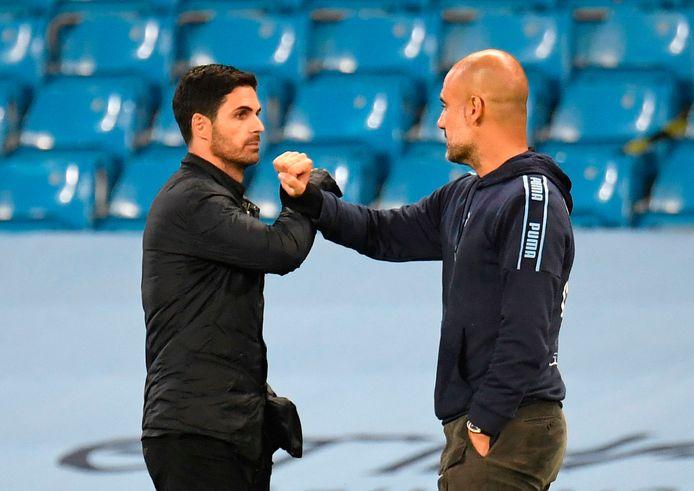 Mikel Arteta (links) en Pep Guardiola zijn nu concurrenten, maar waren bij Manchester City ooit collega's.