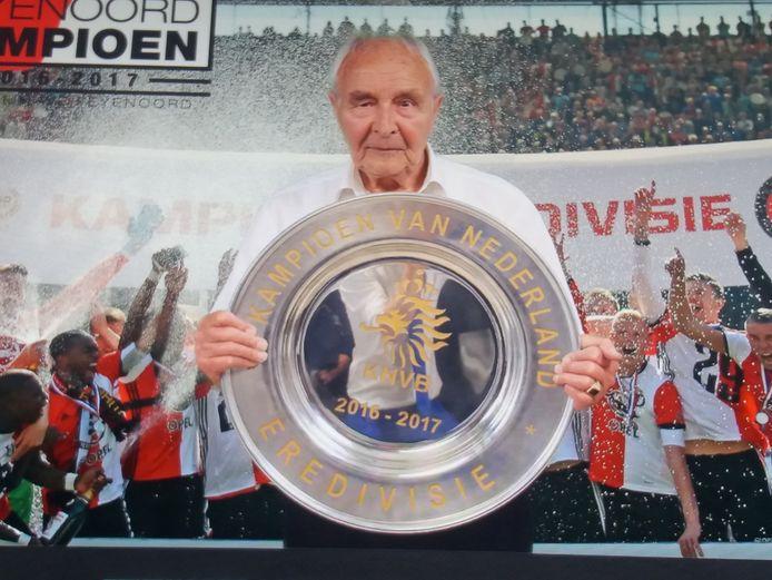 Altijd was Loe van der Hoeven (92) in de weer voor zijn club. Hij had zijn hart, tot aan de laatste dag van zijn leven, aan Feyenoord verpand.