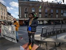 'Lopend vuur' strijkt neer in Eindhoven en Nuenen: 'Stem op de juiste partij voor de vluchtelingen'