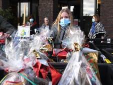 Graafse ouderen krijgen bijzondere kerststukjes van leerlingen Merletcollege