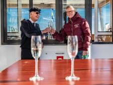Deventer kapitein (76) gaat met tijd mee en vaart met elektrische pont op IJssel