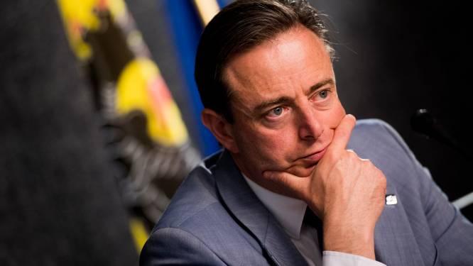"""De Wever: """"Deel massaal smakeloze tekst op Facebook"""""""