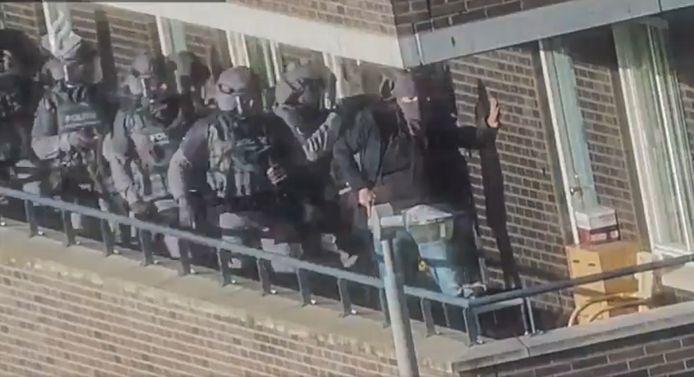Beelden van de arrestaties in het terrorisme onderzoek.