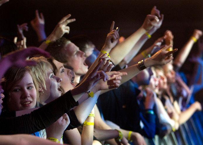 In Zieuwent verdringen jongeren zich met Pasen massaal achter de dranghekken om hun favoriete bands toe te juichen.