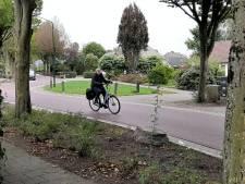Ook auto's gaan snel op het snelfietspad in Nistelrode