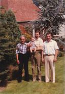 Frans Pauwels (1914), Karel Pauwels (1934) en Francois Pauwels (1954) en Stijn (1982).