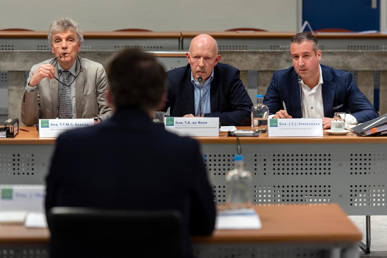 De onderzoekscommissie 'Horsa' verhoort wethouder Marinka Mulder, wethouder Jasper Verstand en burgemeester Agnes Schaap over wat er mis ging bij het binnenhalen van een zweefvliegtuig uit de Tweede Wereldoorlog.