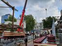 De eerste delen van achtbaan Time Machine bij het Stadhuisplein worden losgekoppeld.