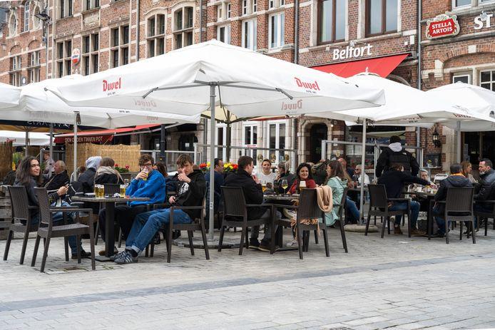 Alle terrassen op de Grote Markt raakten volzet. De Dendermondenaren zaten hier overduidelijk op te wachten.