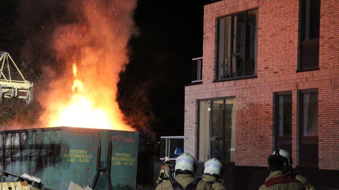 Containerbrand aan de Carreur in Leerdam.