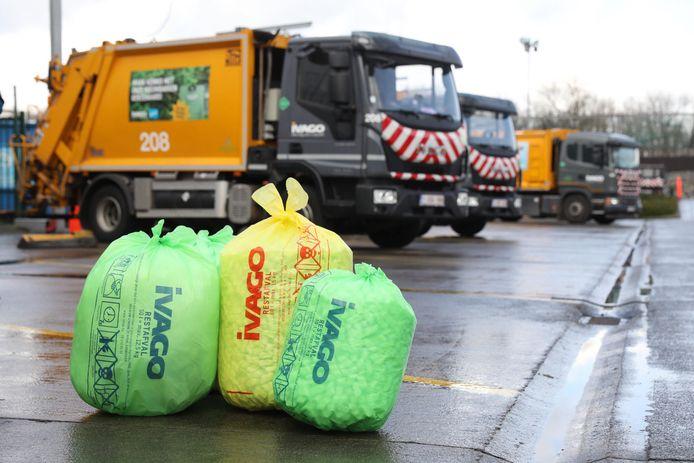 De groene zakken zullen binnenkort ook per stuk verkocht worden (de gele zakken zijn al een tijd niet meer in omloop)