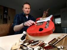 Winterswijkse techneut tovert met elementen van gitaren; in no-time heeft instrument ander geluid
