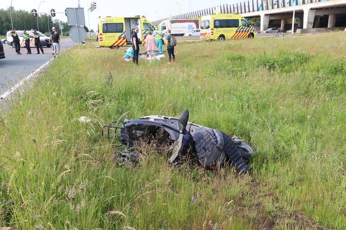 De zwaargewonde scooterrijder is naar het ziekenhuis in Tilburg gebracht.