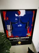 Siki Martina ontving een Gouden Plaat van Top Notch voor een productie van rapper Frenna, die bijna 9 miljoen streams haalde. Wie doet me dat na?'