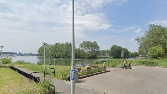 Duikers vinden stoffelijk overschot in Amsterdam, vermoedelijk moeder die met auto en kinderen te water raakte