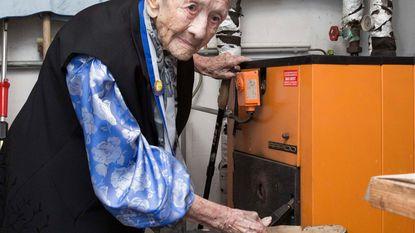 Anna (101) poetst nog zelf haar verwarmingsketel
