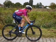 Van Vleuten breekt bekken en schouder in Parijs-Roubaix: 'Spijt dat ik niet ben afgestapt'