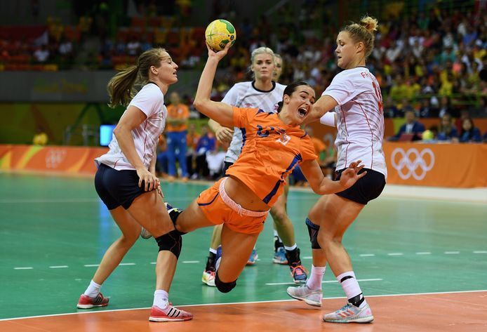 Yvette Broch in actie tegen Noorwegen op de Olympische Spelen van Rio de Janeiro in augustus 2016.