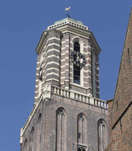 Bevrijding van Zwolle sober gevierd met vlagvertoon en muziek vanuit Peperbus