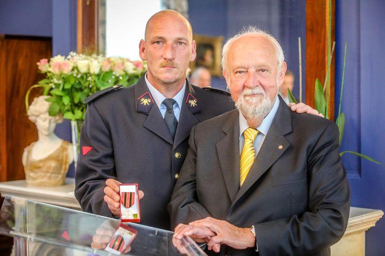 De brandweerman die Abel Vallaeys redde kreeg onlangs nog een medaille voor zijn heldendaad.