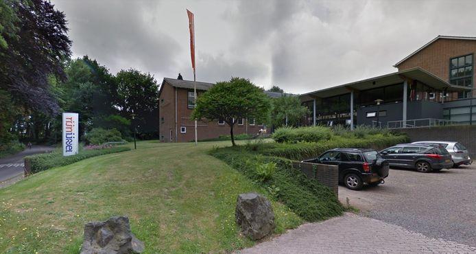 Gebouw van roc Rijn IJssel aan de Zijpendaalseweg in Arnhem, grenzend aan de parken Zypendaal en Gulden Bodem.