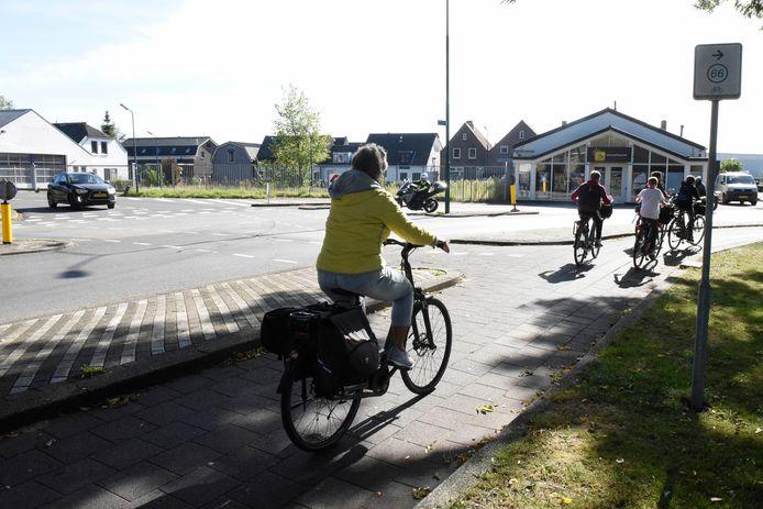 Zicht vanaf Rembrandtlaan naar de Oude Rijn waar de nieuwe brug komt.