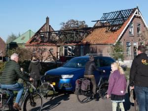 Polsbroekers geschrokken na grote brand in woonboerderij: 'Je zag vlammen uit het dak slaan'