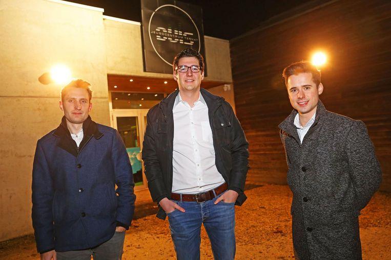 Arne Mertens, Robin Geeraerts en Senne Evenepoel organiseren in jeugdclub Puls in Ternat de New Years Party.