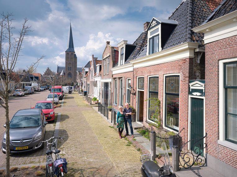 Bert Wimmers en Veronique van Weel verhuisden vanuit Purmerend naar Friesland. Beeld Sjaak Verboom