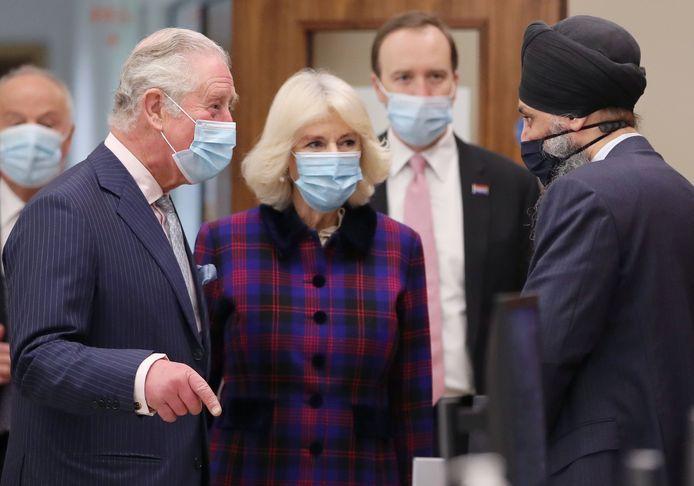 De Britse prins Charles en zijn vrouw Camilla zijn voor het eerst dit jaar in het openbaar verschenen.