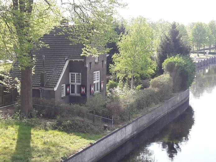 Voormalig sluishuis bij de Lambooybrug.