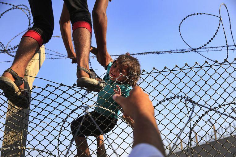 Syrische vluchtelingen aan de Turkse grens.