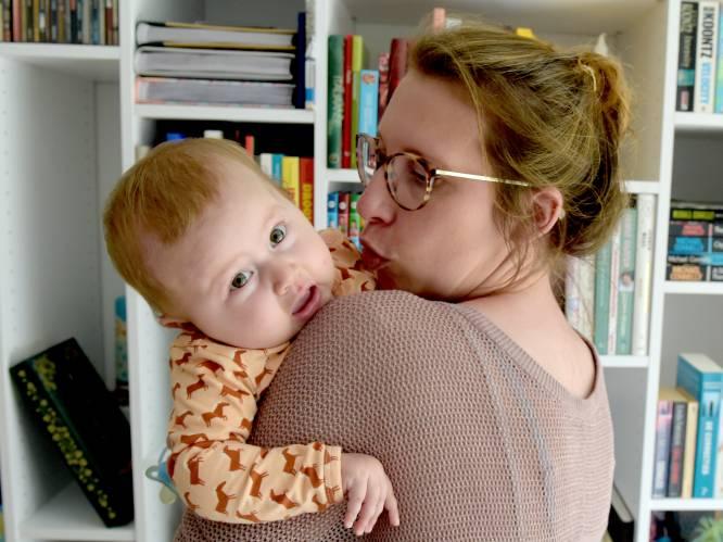 """Mama van baby Pia diep ontroerd door nieuwe film 'Red Sandra': """"Door alle gelijkenissen was ik na 3 minuten al aan het wenen"""""""