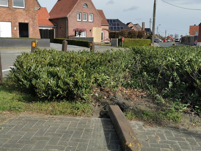 Op het kruispunt Torhoutsestraat/Westkantstraat/Hogestraat gebeurden in het verleden al meerdere ongevallen.
