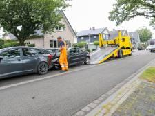 Kop-staartbotsing in Emst: drie auto's in de kreukels
