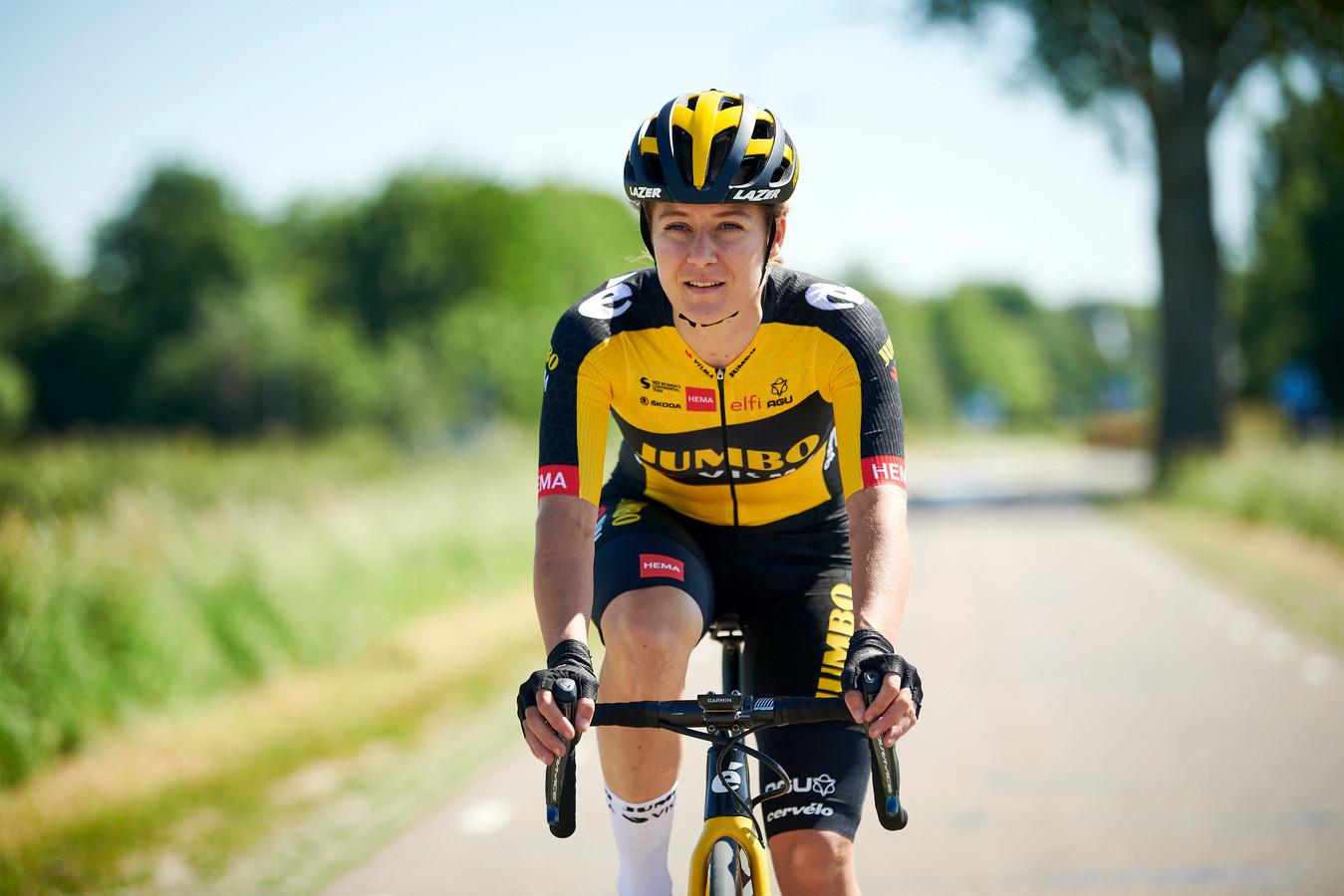 Oud-roeister Amber Kraak, die opgroeide in Oss, stapt over naar de fiets en heeft getekend bij Jumbo-Visma