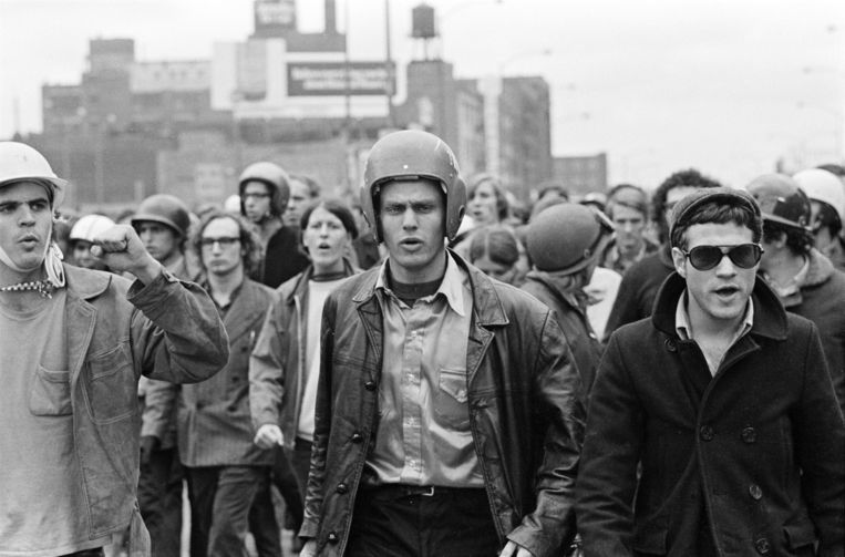 Enkele leiders van de Weatherman: John Jacobs (links) en Terry Robbins op 11 oktober 1969. Beeld Getty Images