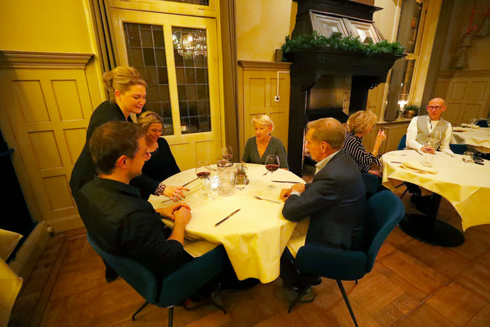 Het interieur heeft een flinke opknapbeurt gehad, maar het is nog steeds gezellig in restaurant Nastrium in Helmond.