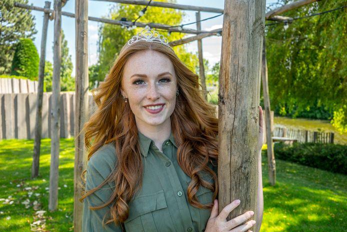 Caitlin Verver uit Zoetermeer is '1st Runner-up Miss Beauty of Zuid Holland'.