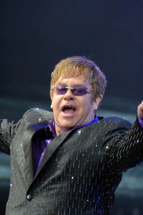 """Comment le foot a peut-être """"sauvé la vie"""" d'Elton John"""