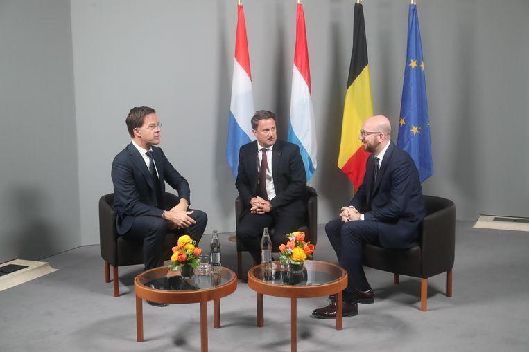 Nederlands premier Mark Rutte, en zijn Luxemburgse en Belgische collega's Xavier Bettel en Charles Michel op een Benelux-top, 2 april 2019, in Luxemburg. Beeld BELGA