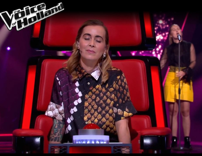 Emma 16 Uit Almelo Blaast Jury Omver In The Voice Of Holland