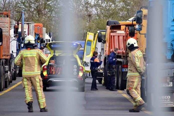 De hulpdiensten moesten het slachtoffer ter plaatse reanimeren, op de terreinen van het bedrijf Degroote Trucks & Trailers in Zwevezele.
