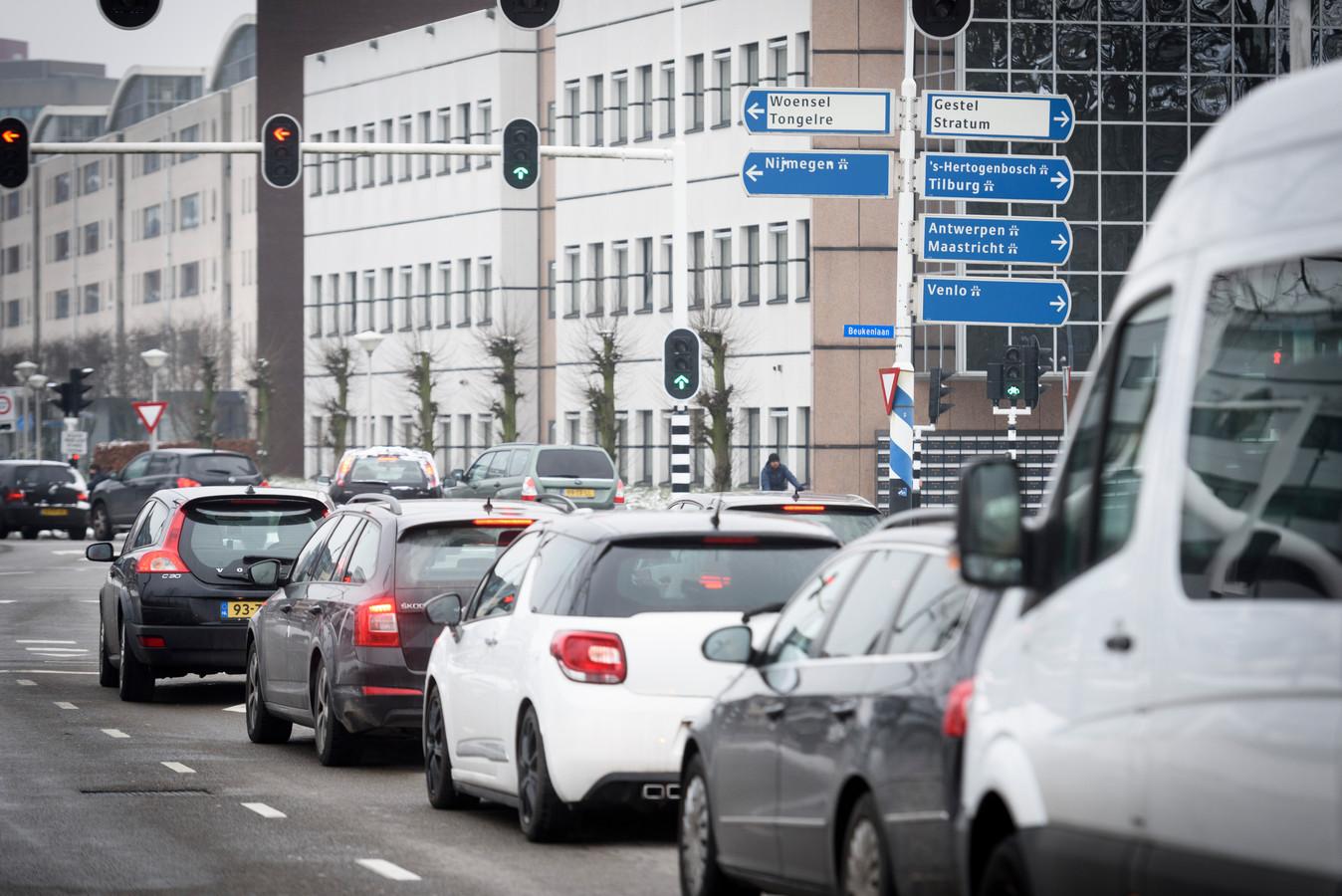 Op de Noord-Brabantlaan in Eindhoven hangt een (RIVM-)sensor die de luchtkwaliteit monitort.