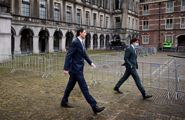 Wopke Hoekstra (CDA) (links) en Jesse Klaver (GroenLinks) na afloop van hun gesprek met informateur Mariëtte Hamer. Beeld Freek van den Bergh