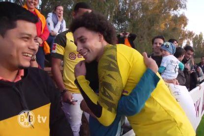 Vertederend: jonge Dortmund-fan vraagt knuffel van Axel 'Great Guy' Witsel, en krijgt die ook